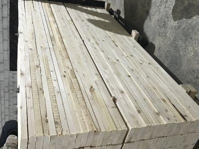 pastoviai perkame eglės medieną