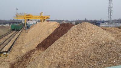Perkame biokuro žaliavą, skiedrą, žievę, pjuvenas
