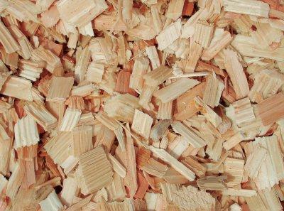 perkame smulkintą medieną, skiedrą be žievės
